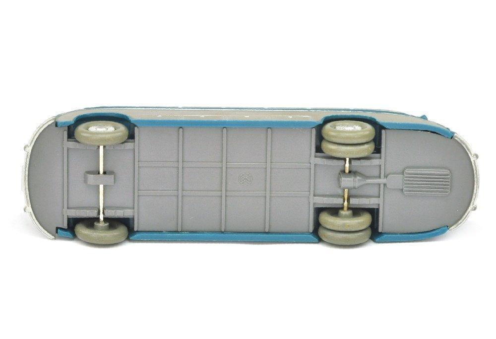 Setra-Bus, azurblau - 3