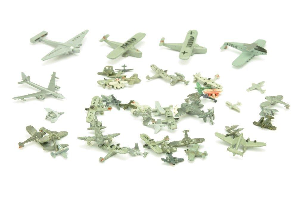 Konvolut 52 kleine Flugzeuge (1:1250)