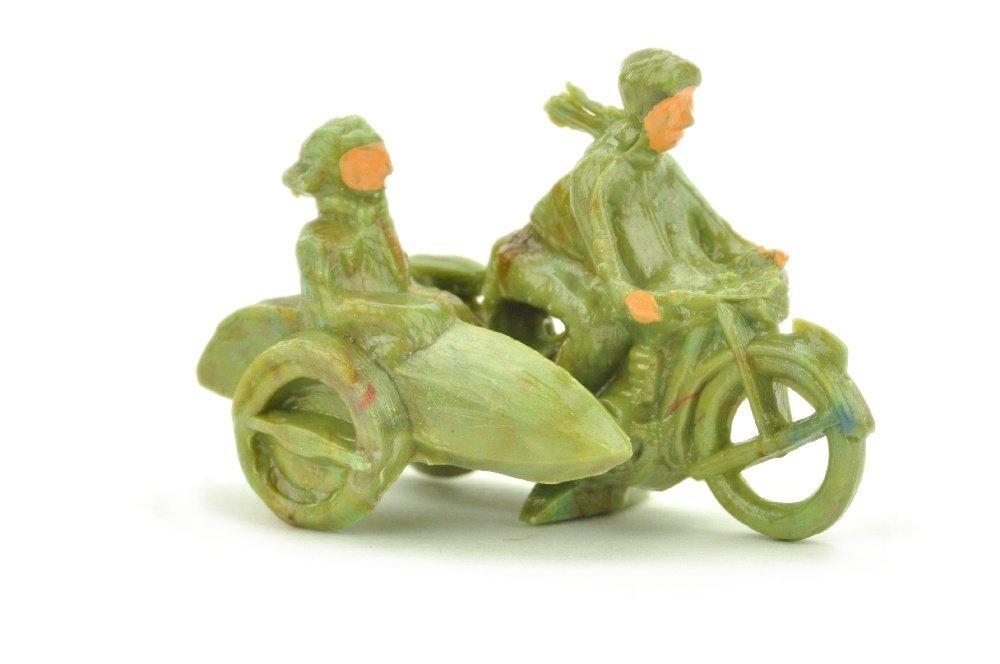 Motorradfahrer mit Beiwagen, misch-gruen