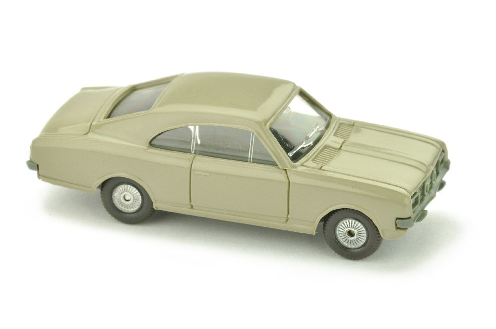Opel Commodore A Coupe, olivgrau