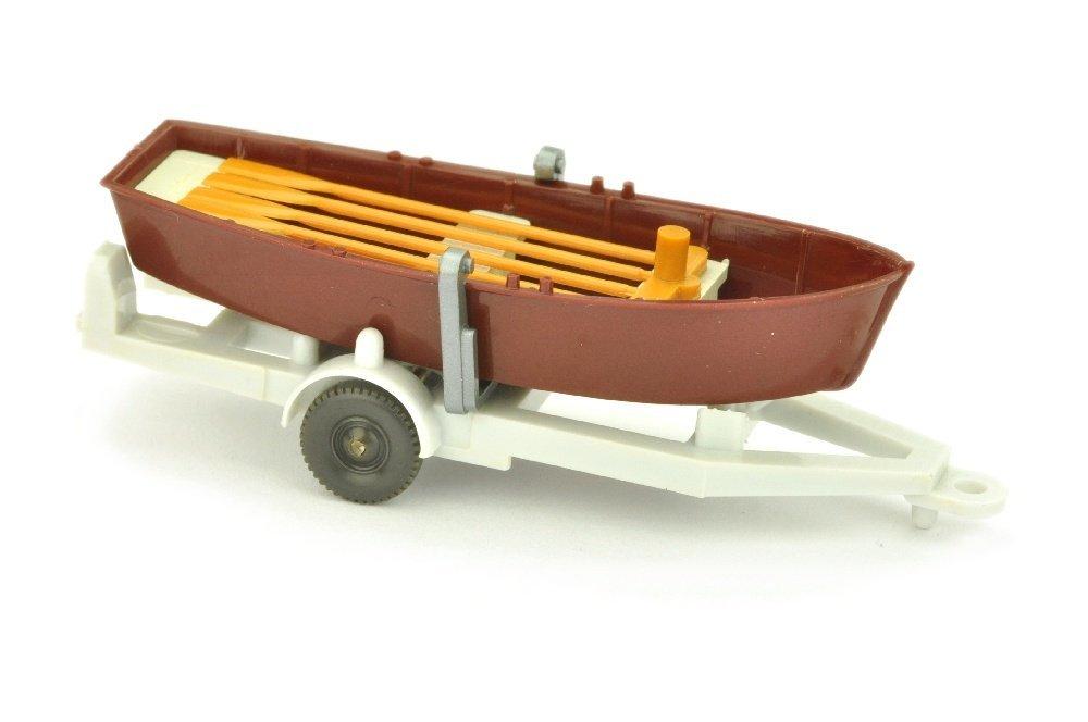 Ruderboot auf Anhaenger, dunkelweinrot