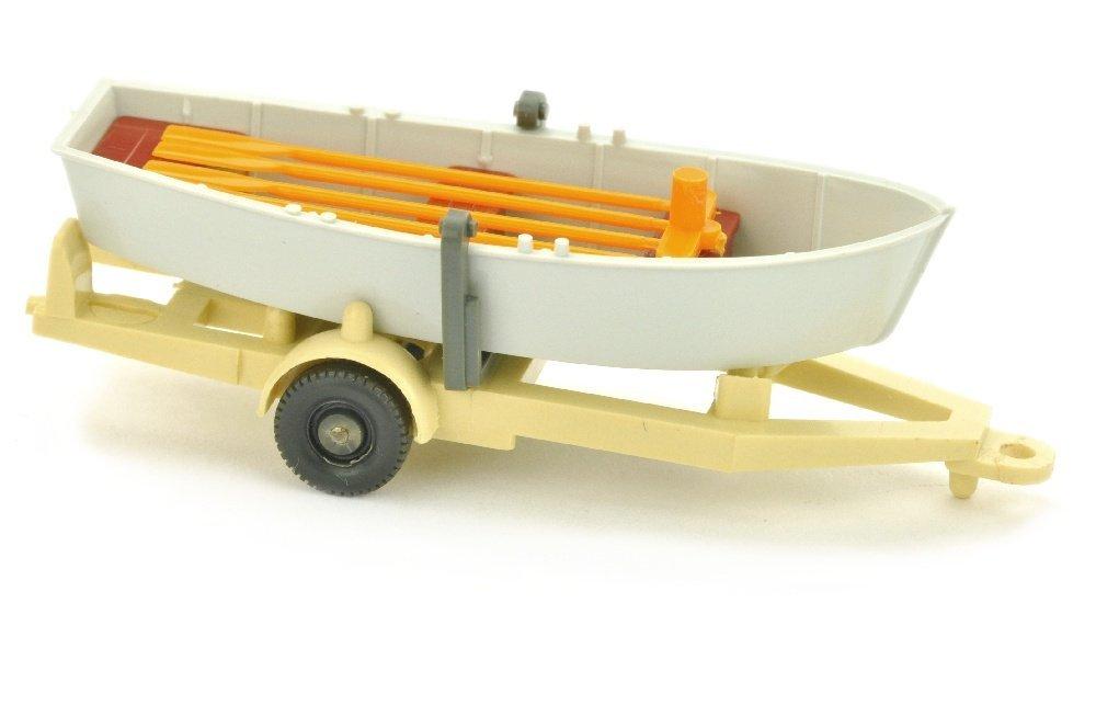 Ruderboot auf Anhaenger, altweiss