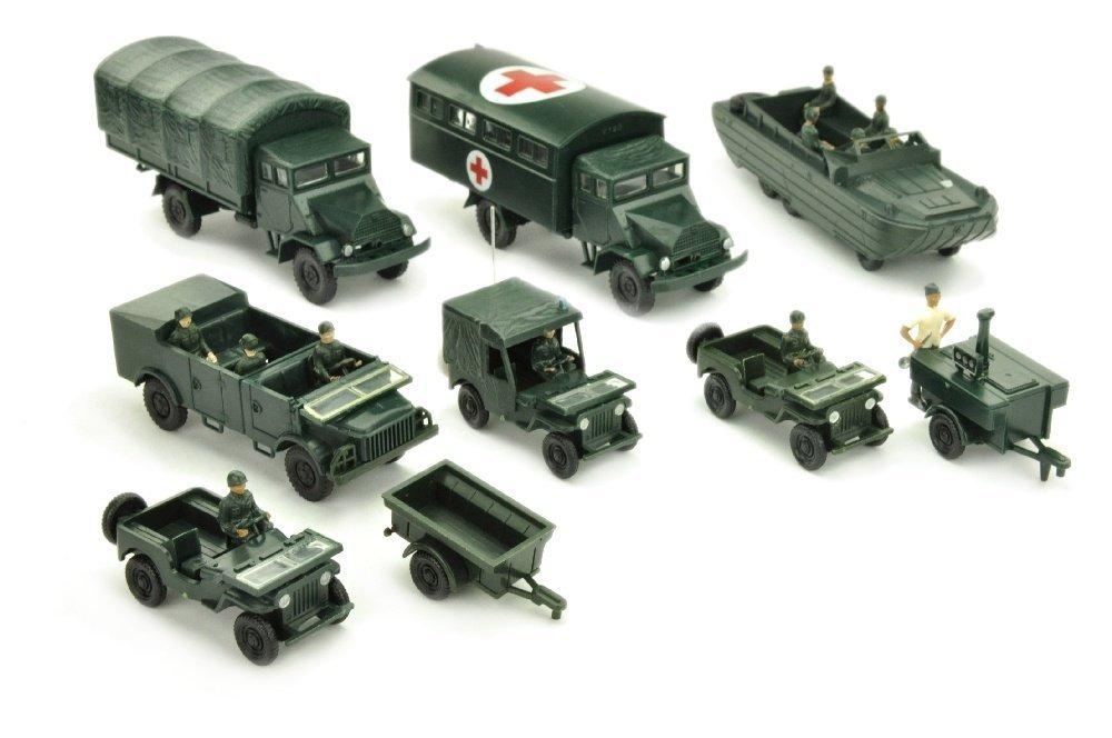 Konvolut 9 Militaer-Fahrzeuge