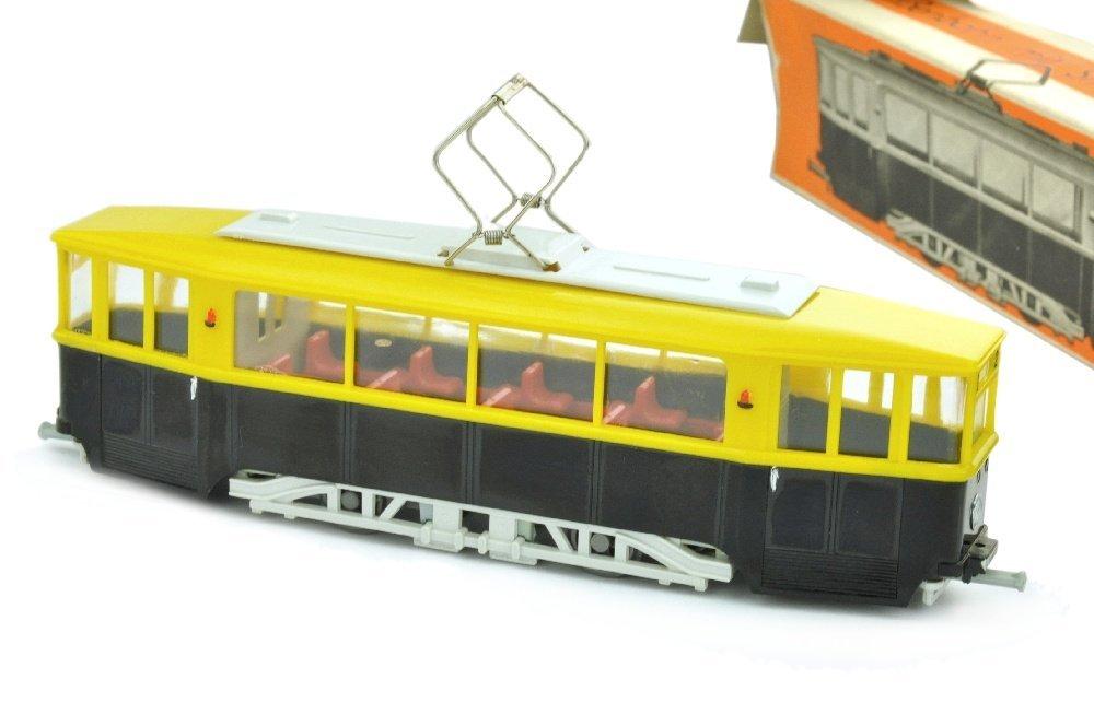 V 40- Strassenbahn, gelb/schwarz (im Ork)