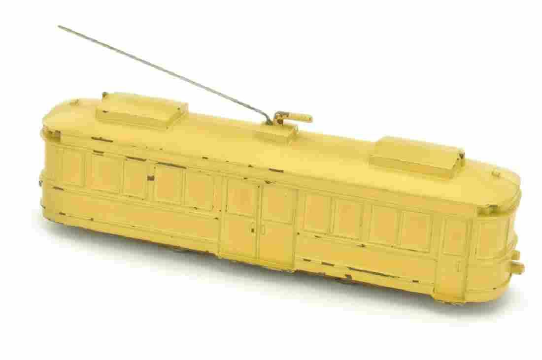 Strassenbahn-Triebwagen, d'-beige lackiert