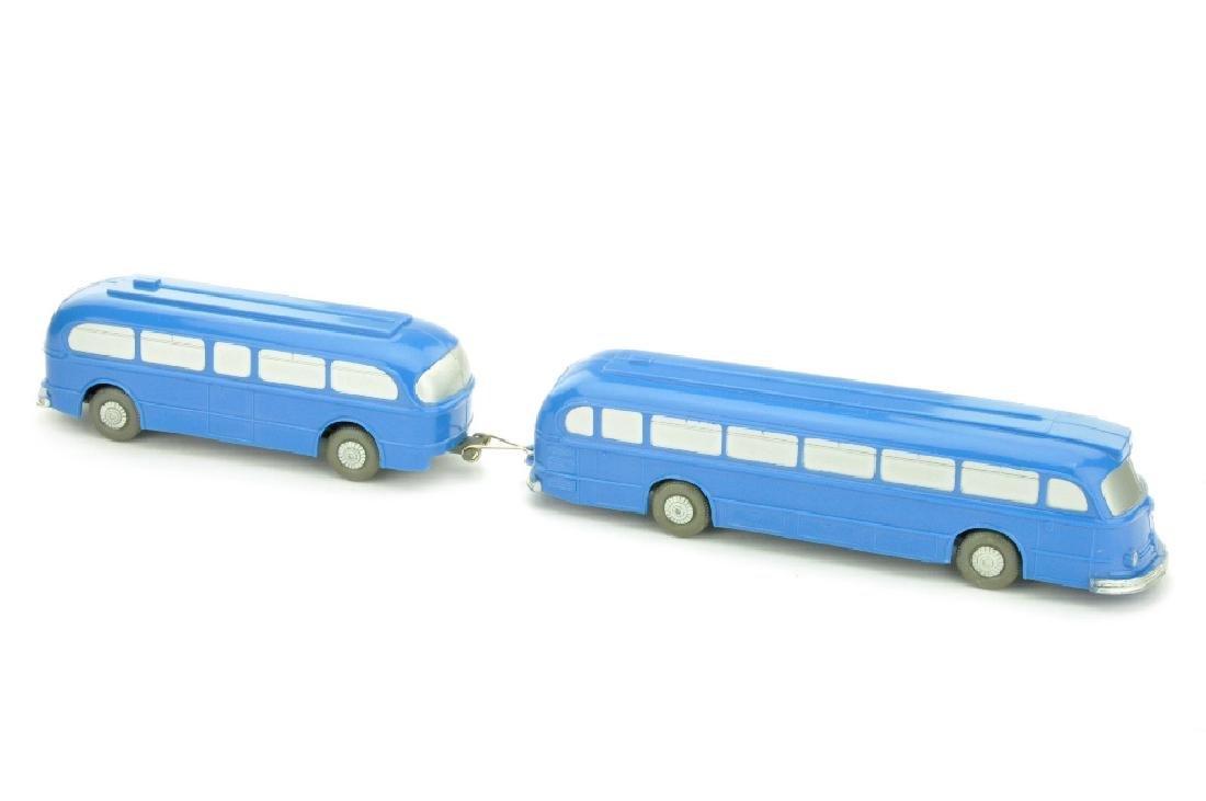 Mercedes O 6600 mit Anhaenger, himmelblau