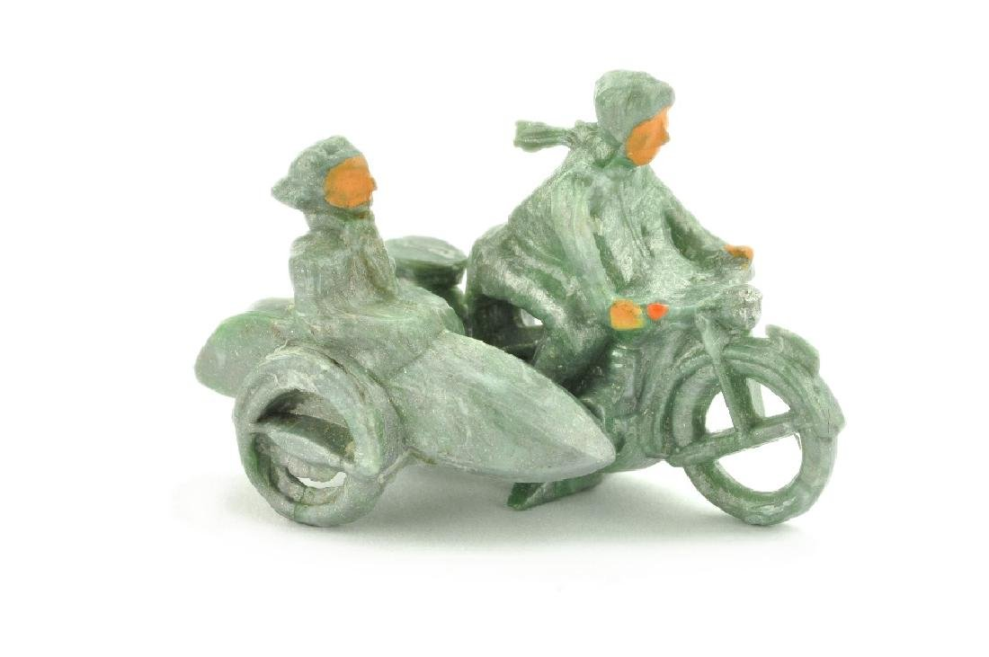 Motorradfahrer mit Beiwagen, ca. silbern