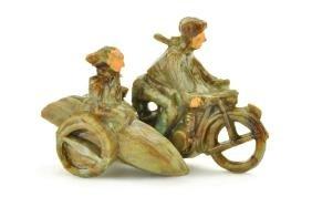 Motorradfahrer mit Beiwagen, misch-braun