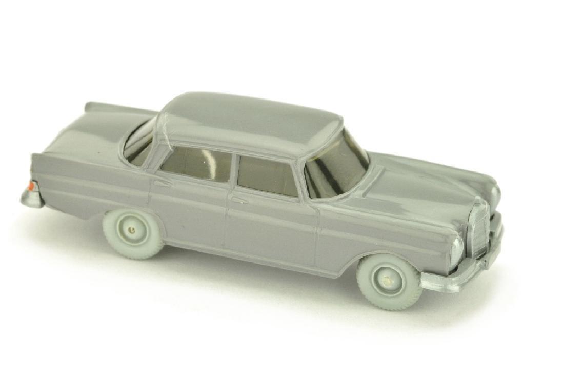 Mercedes 220 Heckflosse, staubgrau