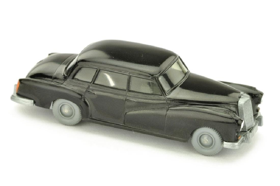 Mercedes 300, schwarz
