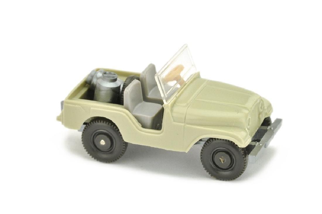 Jeep mit Milchkannen, hellgelbgrau