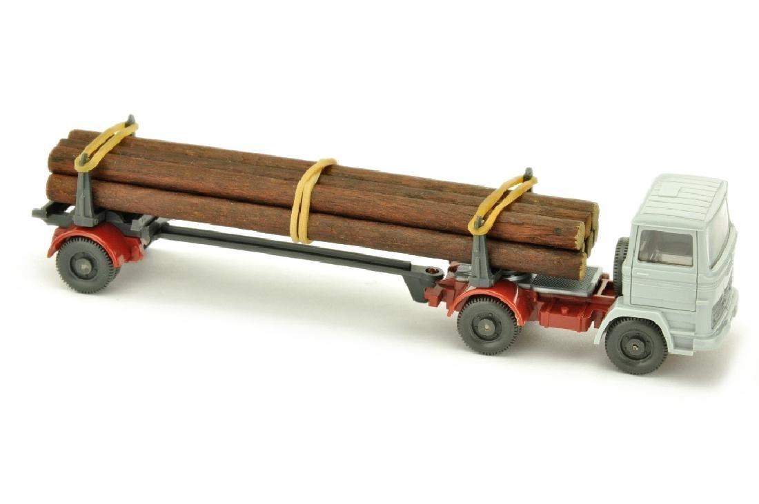 MB 1317 Langholztransporter, silbergrau