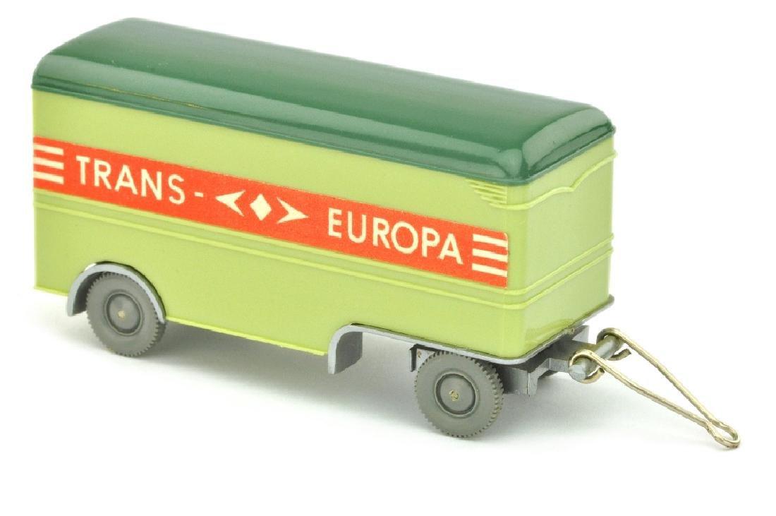 Moebelanhaenger Trans Europa, lindgruen