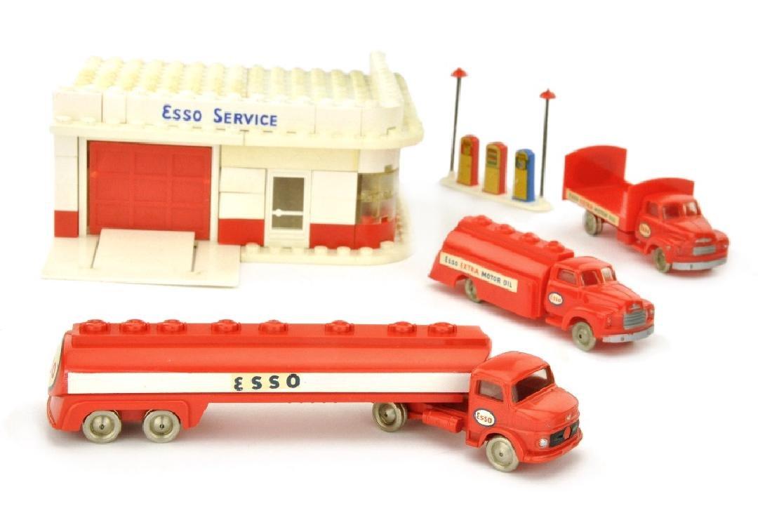 Lego - Esso-Tankstelle mit 3 Fahrzeugen