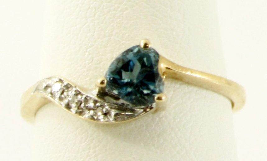 8: WOMEN'S 10KT SOLID GOLD DIAMOND BLUE TOPAZ RING