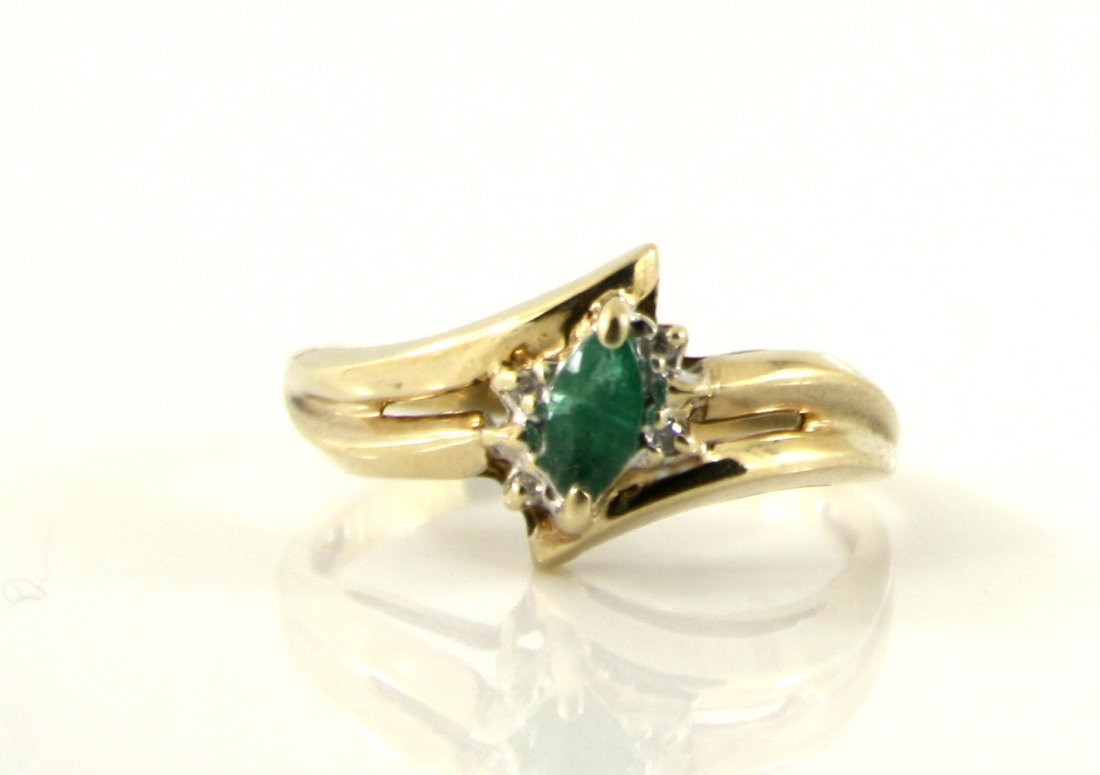 9: 10KT GOLD .15 CTW EMERALD AND DIAMOND RING