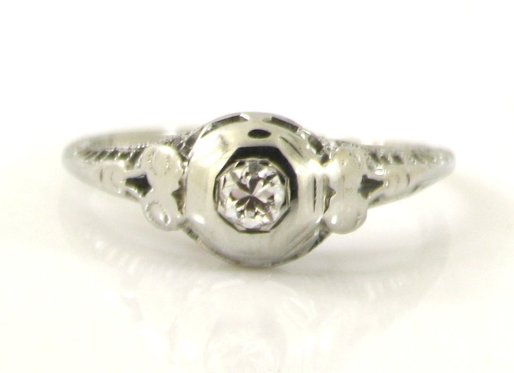 10: 18KT WG .16 CTW OLD CUT DIAMOND ANTIQUE RING