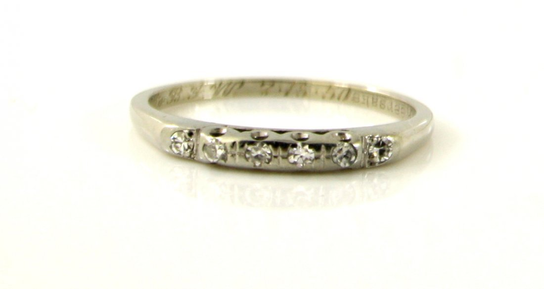 21: 18KT WHITE GOLD .12CTW ANTIQUE ENGAGEMENT RING