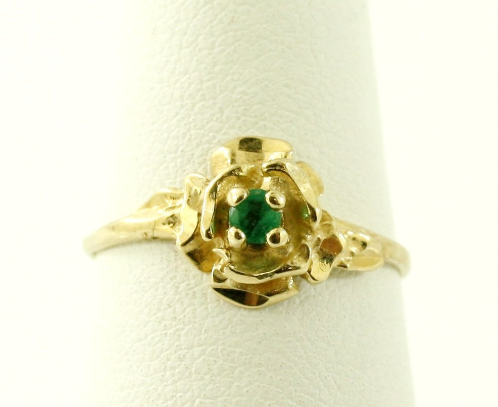 22: 10KT GOLD .10 CTW ROUND CUT EMERALD RING