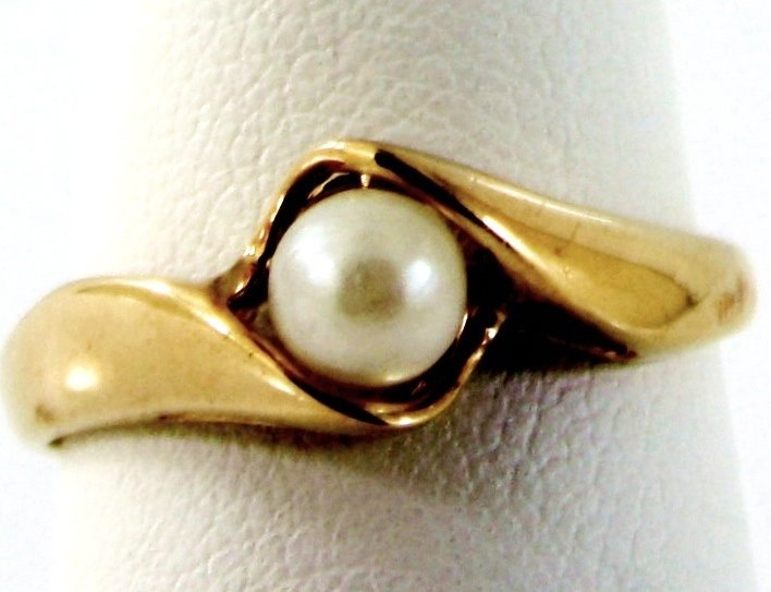 24: 10KT GOLD 4MM PEARL SOLITAIRE PROMISE RING