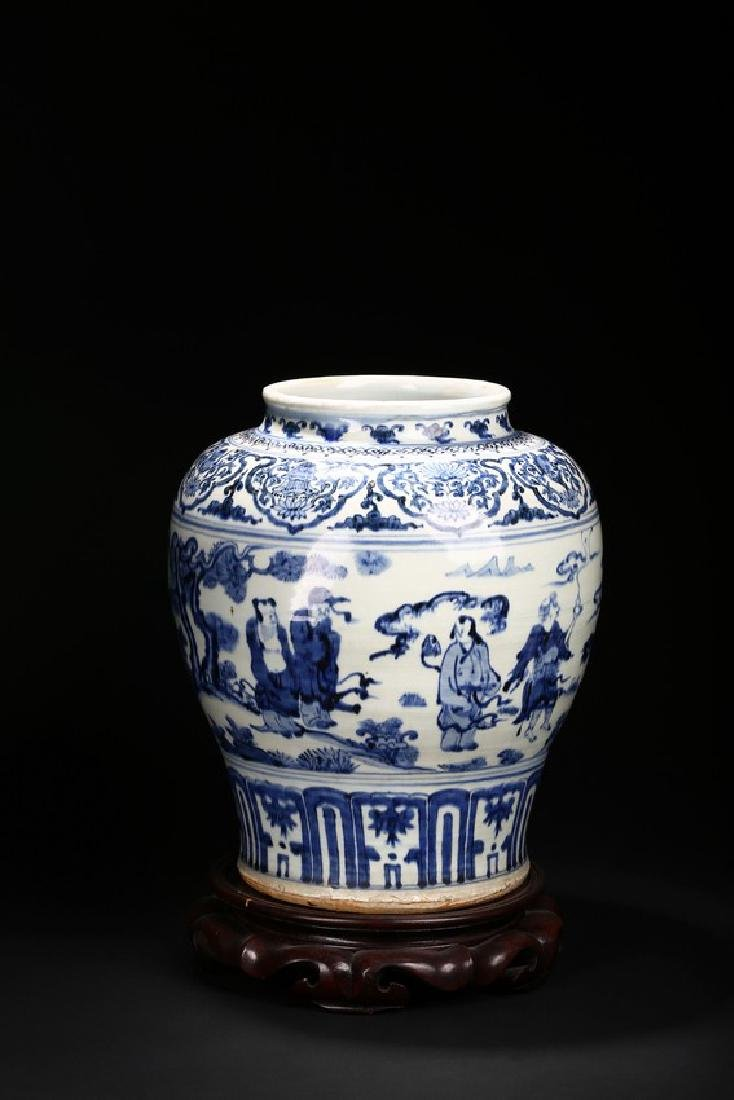 A VERY RARE AND LARGE UNDERGLAZE BLUE AND WHITE JAR