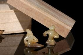 A SET OF TWO ARCHAIC RUSSET JADE ENTERTAINERS