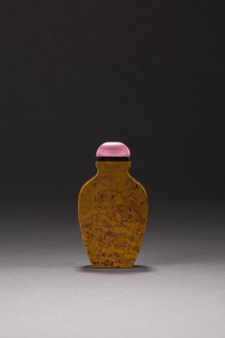 AN OPAQUE AGATE CARVED SNUFF BOTTLE