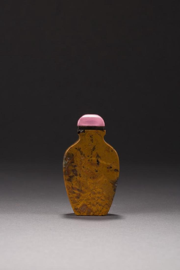 AN OPAQUE AGATE CARVED SNUFF BOTTLE - 2