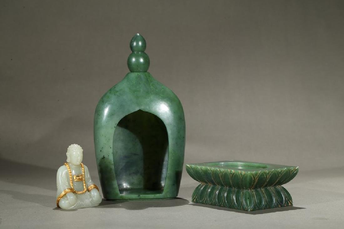 A SPINACH GREEN JADE PAGODA AND WHITE JADE BUDDHA - 4