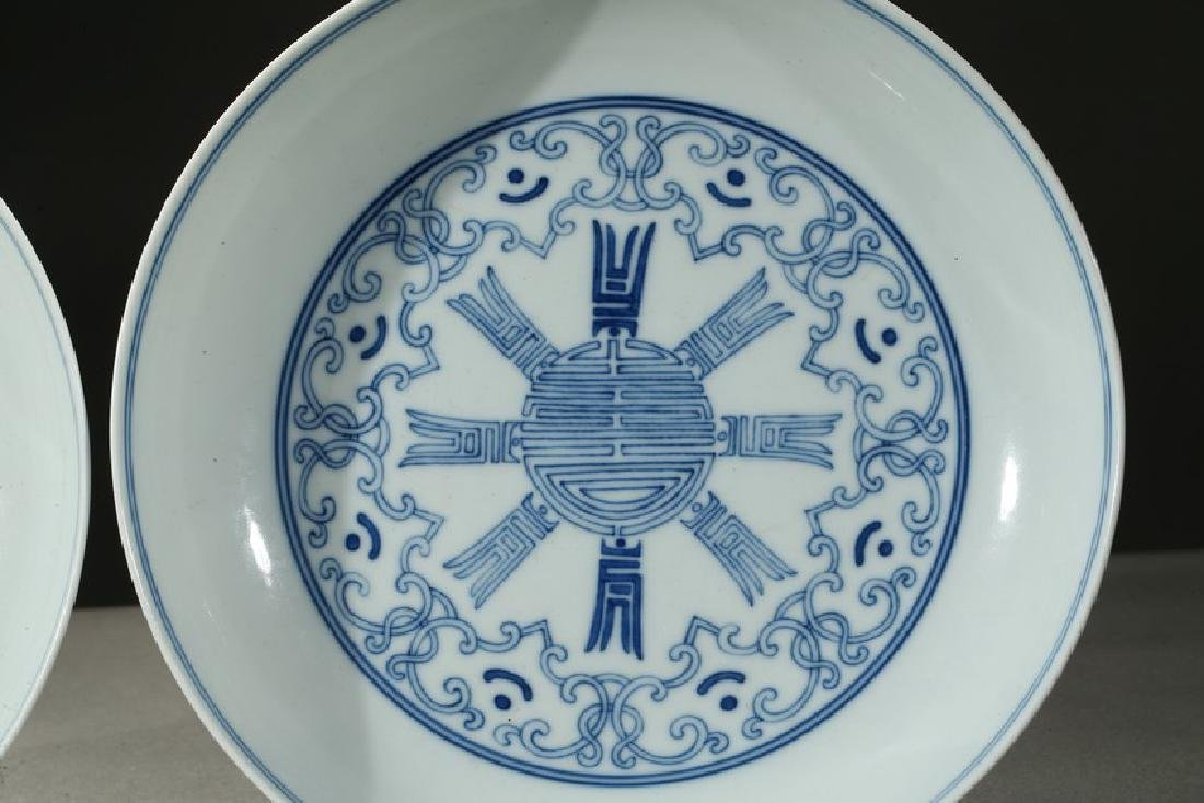 A PAIR OF BLUE AND WHITE SHOU DISHES - 3