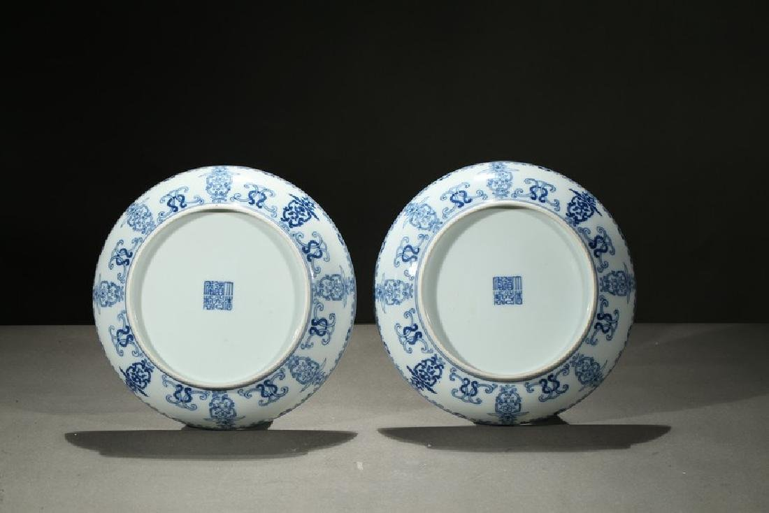 A PAIR OF BLUE AND WHITE SHOU DISHES - 4