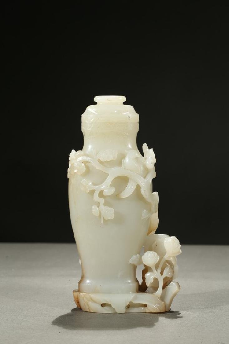 A WHITE JADE CARVED VASE GROUP