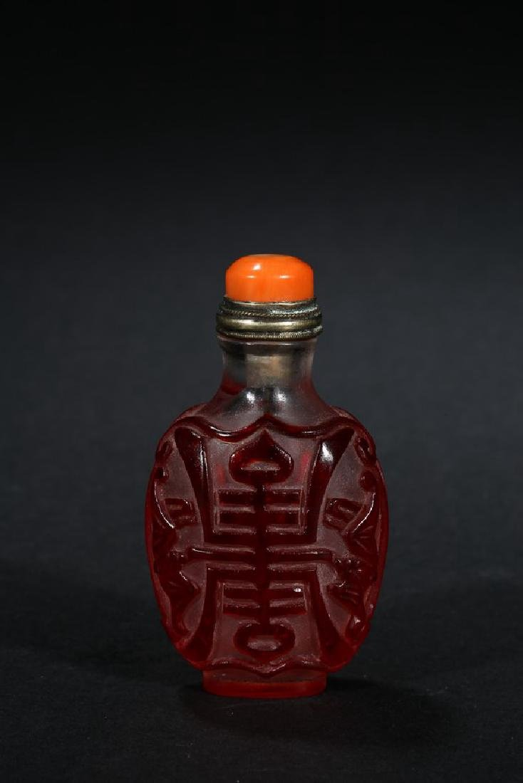 A RED OVERLAY 'SHOU' GLASS SNUFF BOTTLE