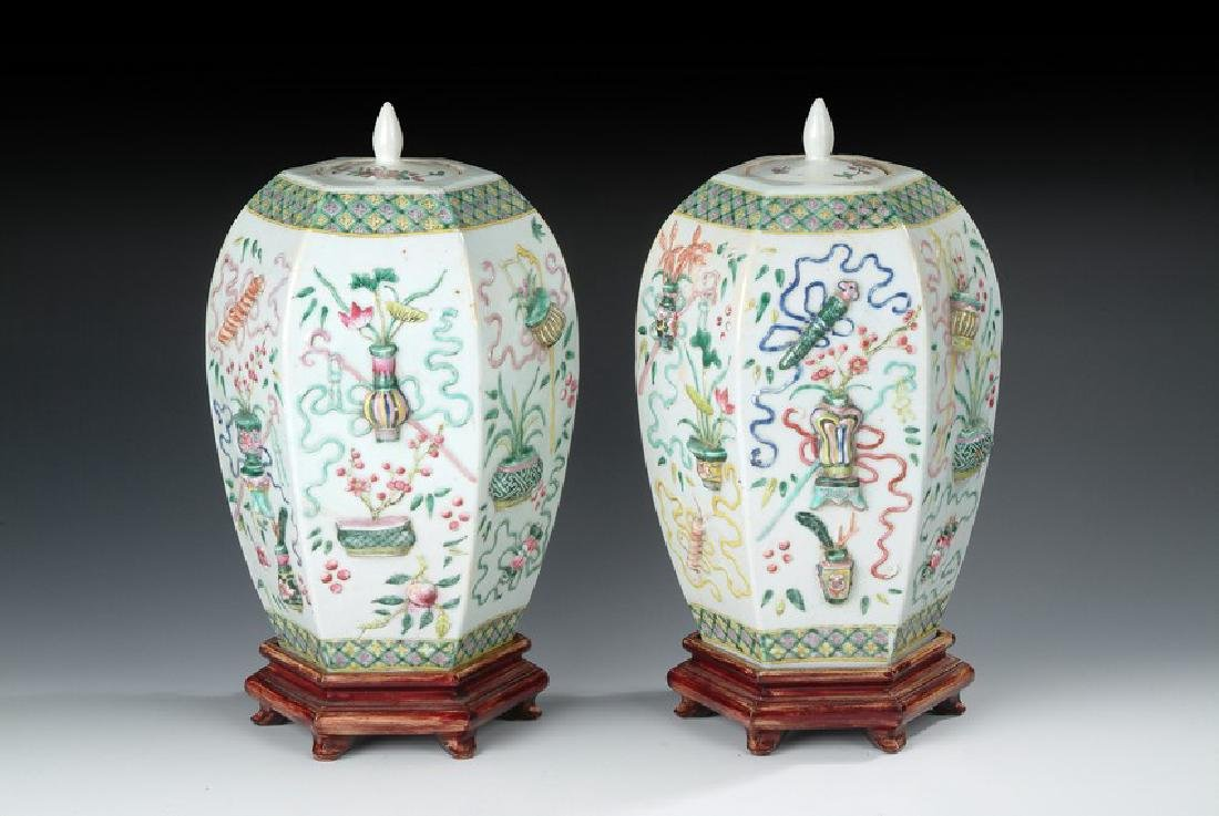 A PAIR OF FAMILLE ROSE MOULDED VASE WITH COVERS
