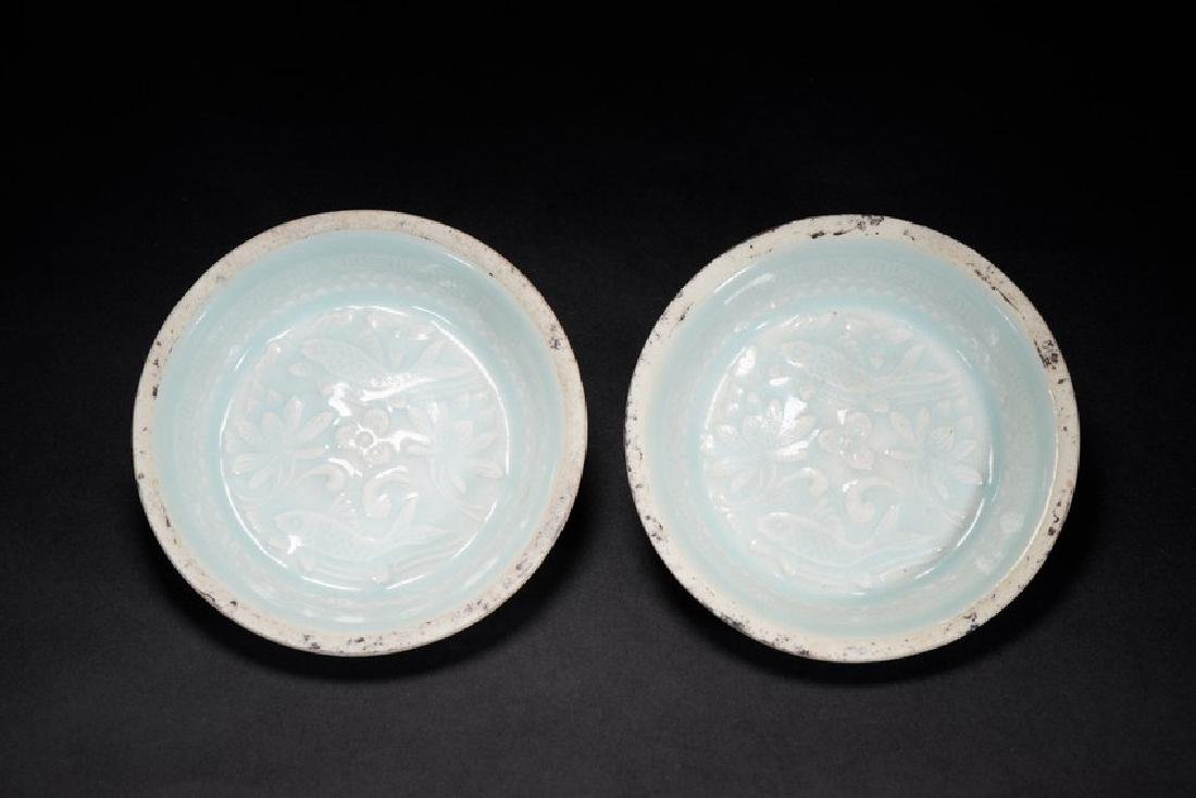 A PAIR OF CELADON GLAZED DISHES - 3