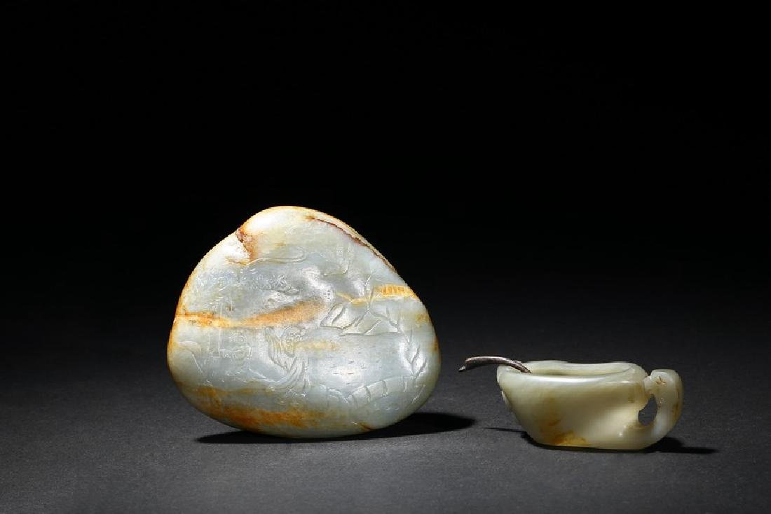 A GROUP OF TWO CELADON JADE CARVINGS - 3
