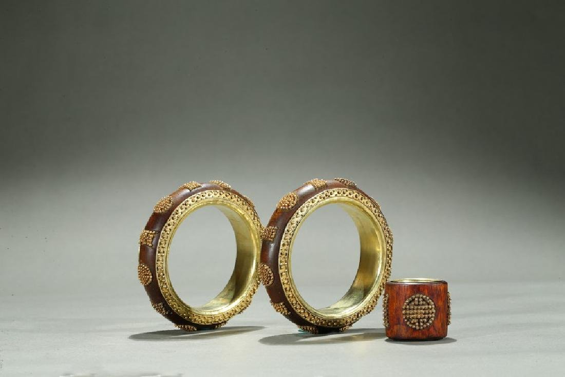 A PAIR OF GOLD-BEAD INLAID AGARWOOD BANGLES AND