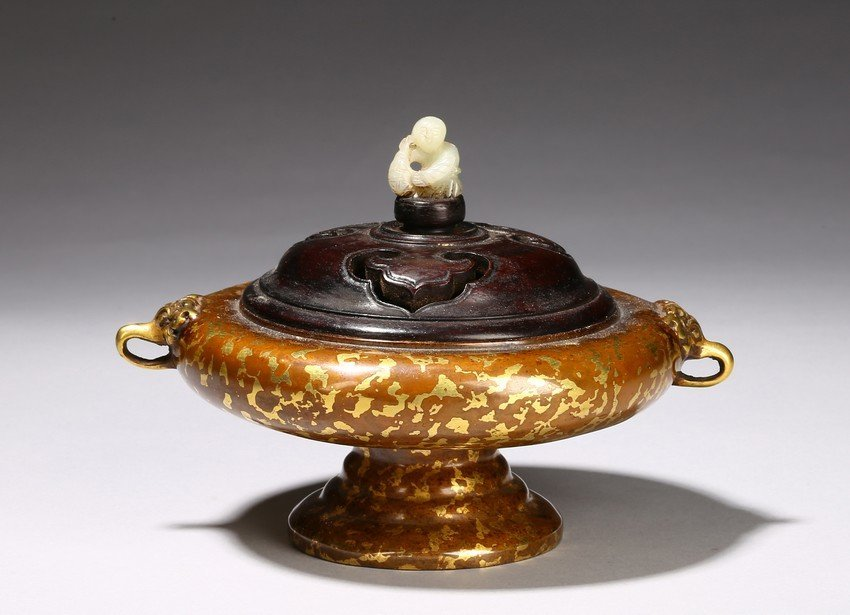 A CHINESE BRONZE GILT-SPLASHED CENSER AND COVER