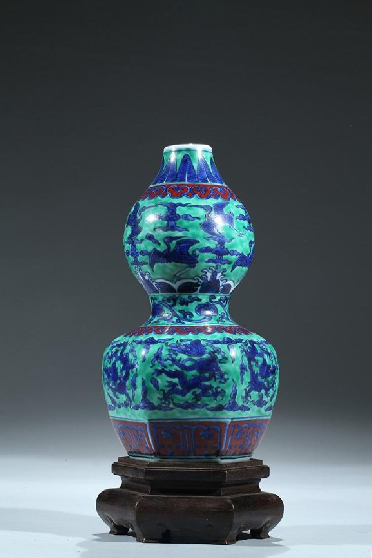 A CHINESE WUCAI DRAGON AND CRANE DOUBLE GOURD VASE