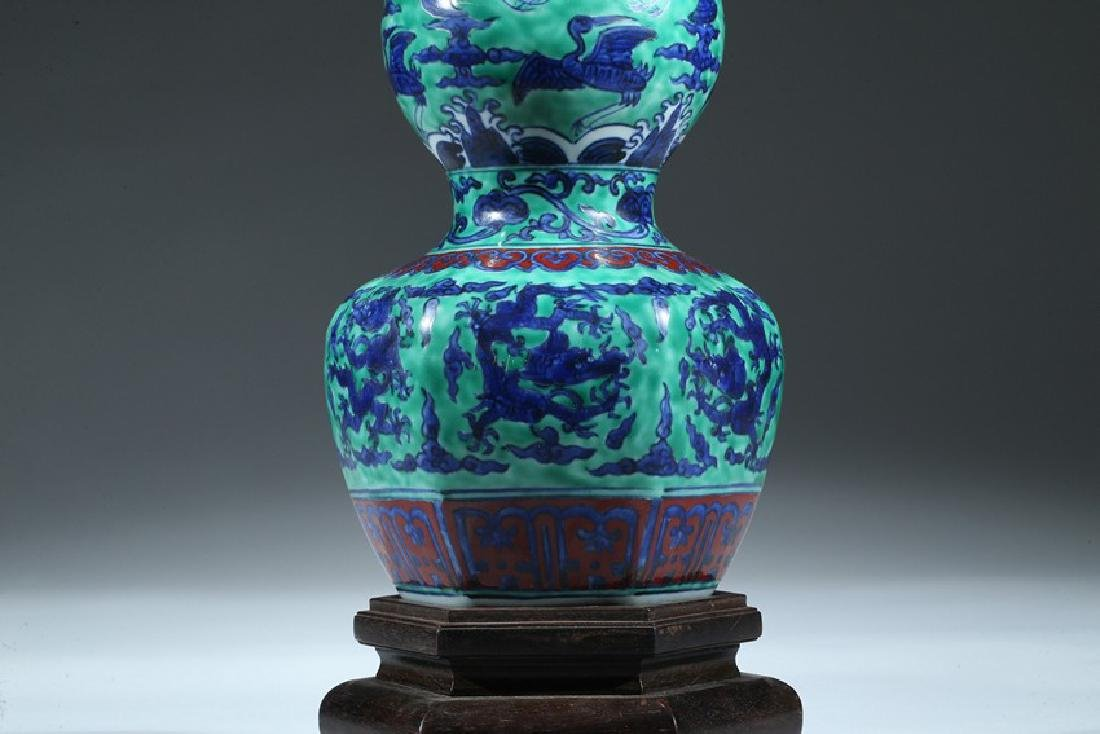 A CHINESE WUCAI DRAGON AND CRANE DOUBLE GOURD VASE - 3