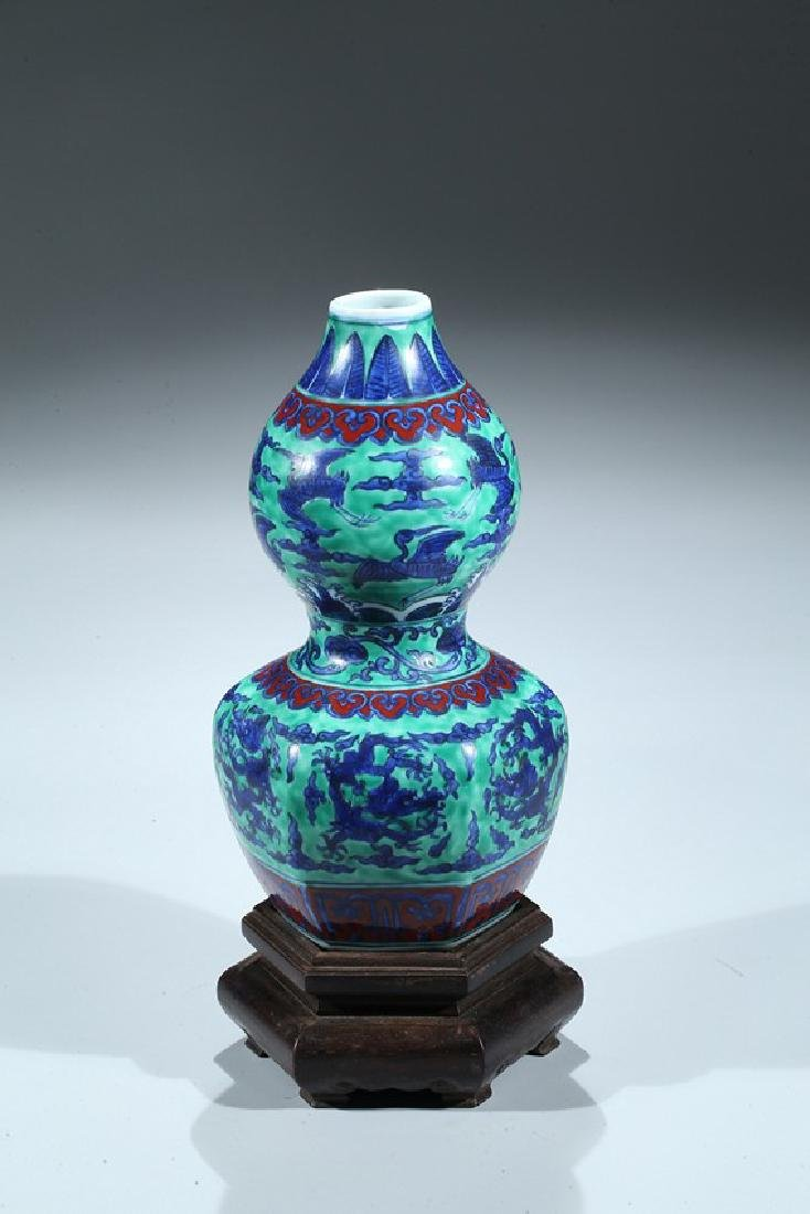 A CHINESE WUCAI DRAGON AND CRANE DOUBLE GOURD VASE - 4