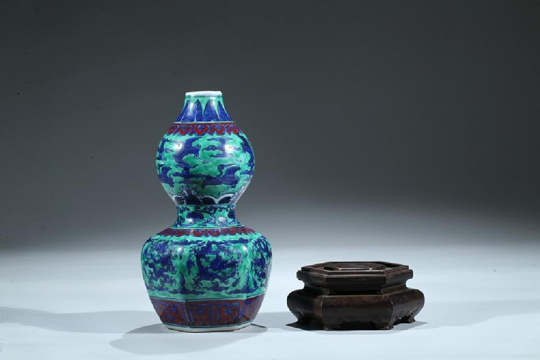 A CHINESE WUCAI DRAGON AND CRANE DOUBLE GOURD VASE - 5