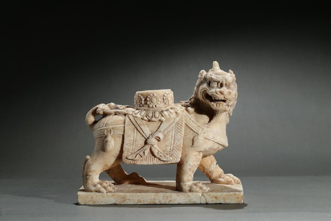 A CHINESE MARBLE CARVED FIGURE OF LION
