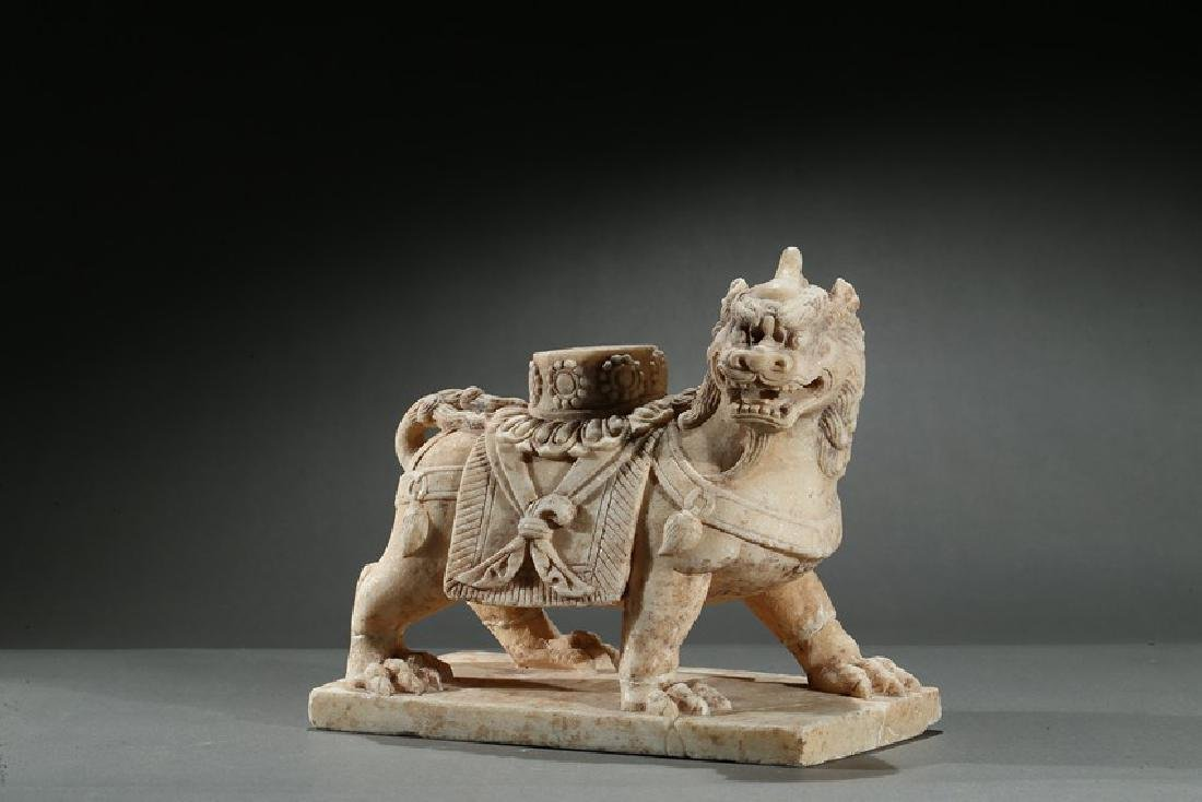 A CHINESE MARBLE CARVED FIGURE OF LION - 3
