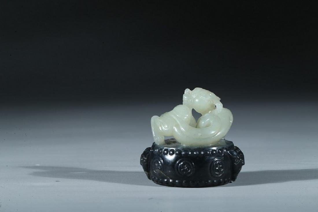 A CHINESE BLACK AND WHITE JADE 'CHILONG AND DRUM' SEAL - 10