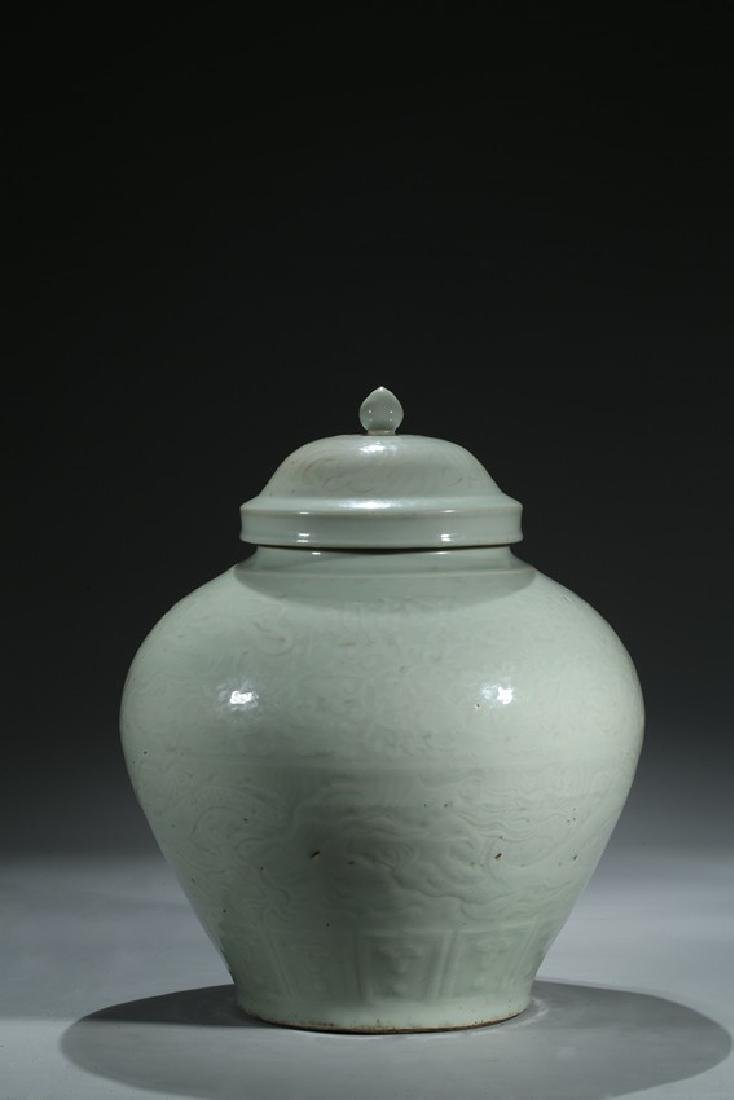 A LARGE MOULDED SHUFU GLAZED JAR AND COVER