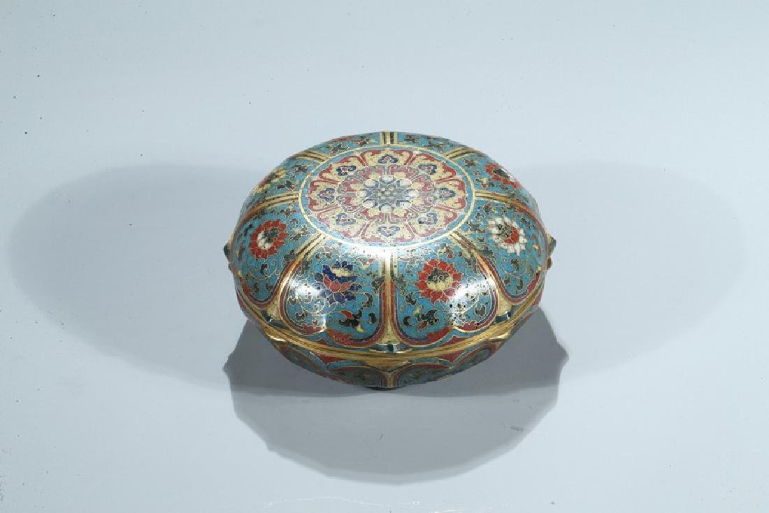 A CHINESE CLOISONNE ENAMEL 'LOTUS' BOX AND COVER - 2