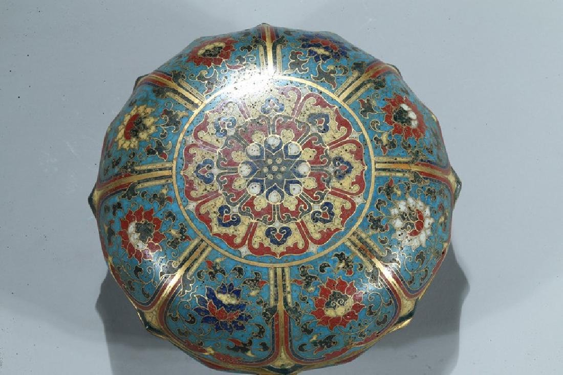 A CHINESE CLOISONNE ENAMEL 'LOTUS' BOX AND COVER - 3