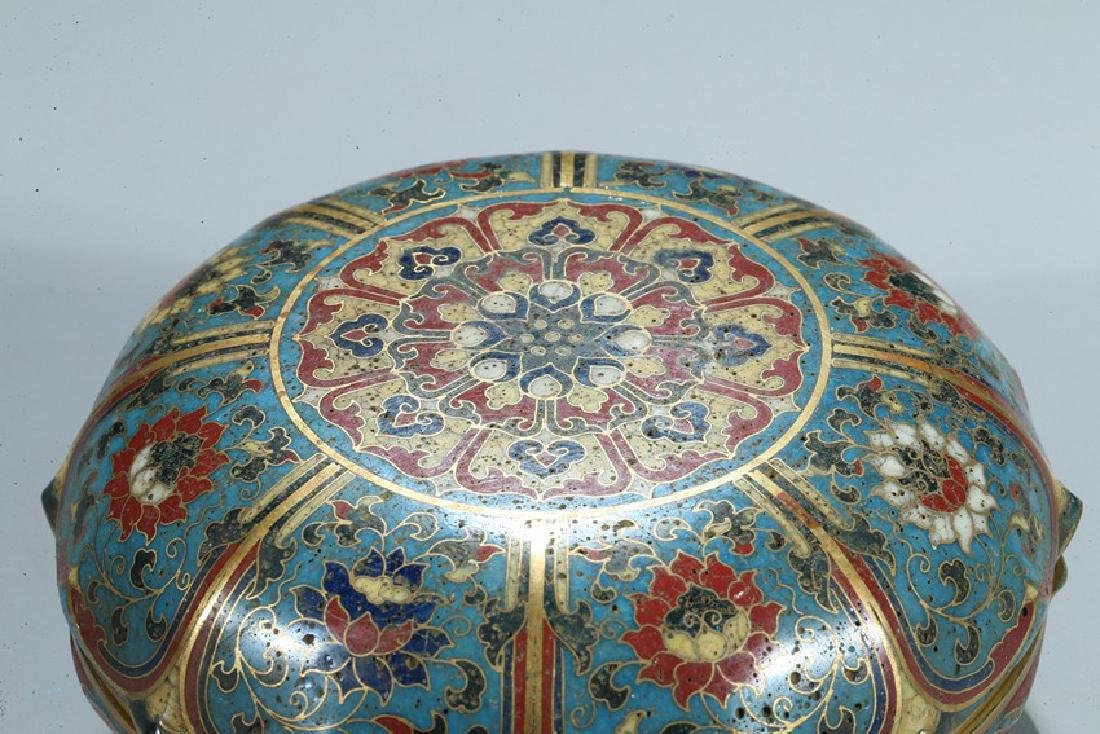 A CHINESE CLOISONNE ENAMEL 'LOTUS' BOX AND COVER - 5