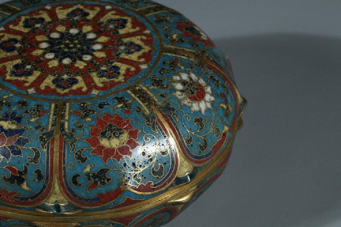 A CHINESE CLOISONNE ENAMEL 'LOTUS' BOX AND COVER - 6